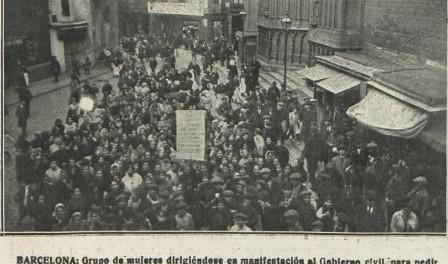 Manifestació de dones davant de Santa Maria del Mar dirigint-se al govern civil. Font: La Hormiga de Oro, 18/01/1918