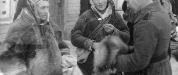 Waffen-SS (6. SS-Gebirgs-Division Nord) were fighting in the Lapland War. There were encounters between the Sámi people and the Germans. The assimilated Sámi would have been fighting in the Finnish army. December 1940, Bundesarchiv, Bild 101I-764-0479-31A / Schwarz / CC-BY-SA 3.0
