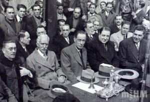 Jaume Aiguader junt amb el president Macià i altres polítics a l'acte d'inauguració de l'Escola Municipal Collaso Gil al carrer de Sant Pau de Barcelona, 6 de març de 1932. Fons Museu d´Història de la Medicina de Catalunya.