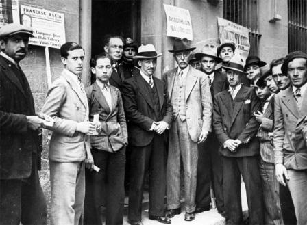 Aiguader, Companys i Macià durant un acte electoral a un col•legi del barri de Gràcia, Barcelona. 12 d'abril del 1931. ANC / Fons Josep Maria Sagarra